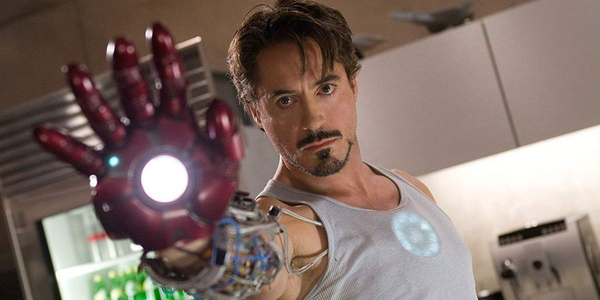 . @RobertDowneyJr Strikes #IronMan Pose In New Photo https://buff.ly/3aagm1G pic.twitter.com/1GrtWVB7wZ