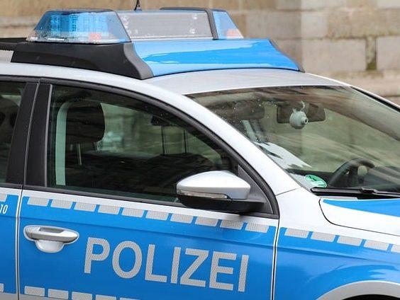 Alt-Arnsberg: Raub an Briefkasten auf der Jahnstraße Um 18.50 Uhr wurde einer 25-jährigen Frau aus Arnsberg die Handtasche geraubt. Die Frau stand an einem Briefkasten an der AOK an der Jahnstraße und wollte einen Brief einwerfen. Sie wurde von zwei Männe https://neheim-huesten.de/2020/02/27/alt-arnsberg-raub-an-briefkasten-auf-der-jahnstrasse/…pic.twitter.com/AwEmRWsuoq