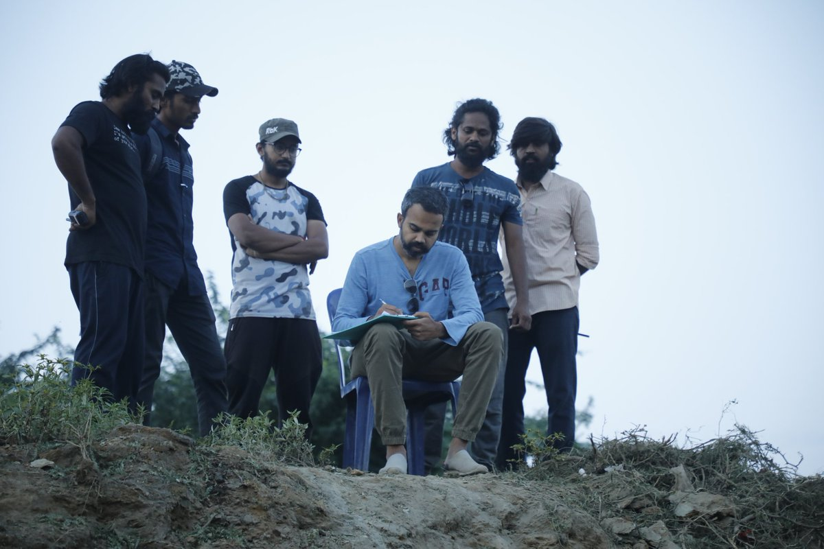 A writer first then a director 🎬 With his backbone his crew.A big shoutout to all the AD's everywhere, you guys rock!!!! #bestestteamever#kgfchapter2 https://t.co/Lr9UNH3xkG