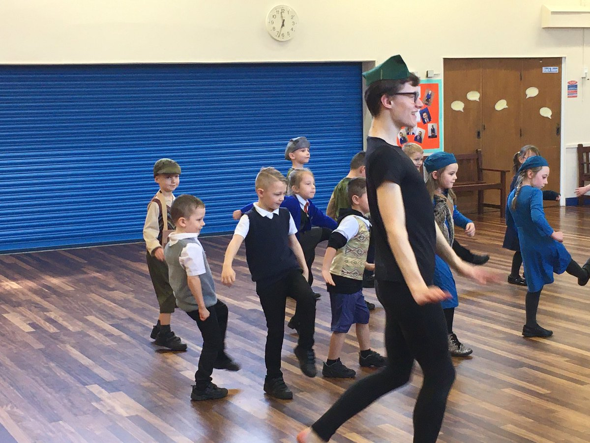 Year 1 and 2 having a boogie! WW2 dance day with @RunshawCollege @PPPRunshaw students and teachers<br>http://pic.twitter.com/S9xqOQT5yt