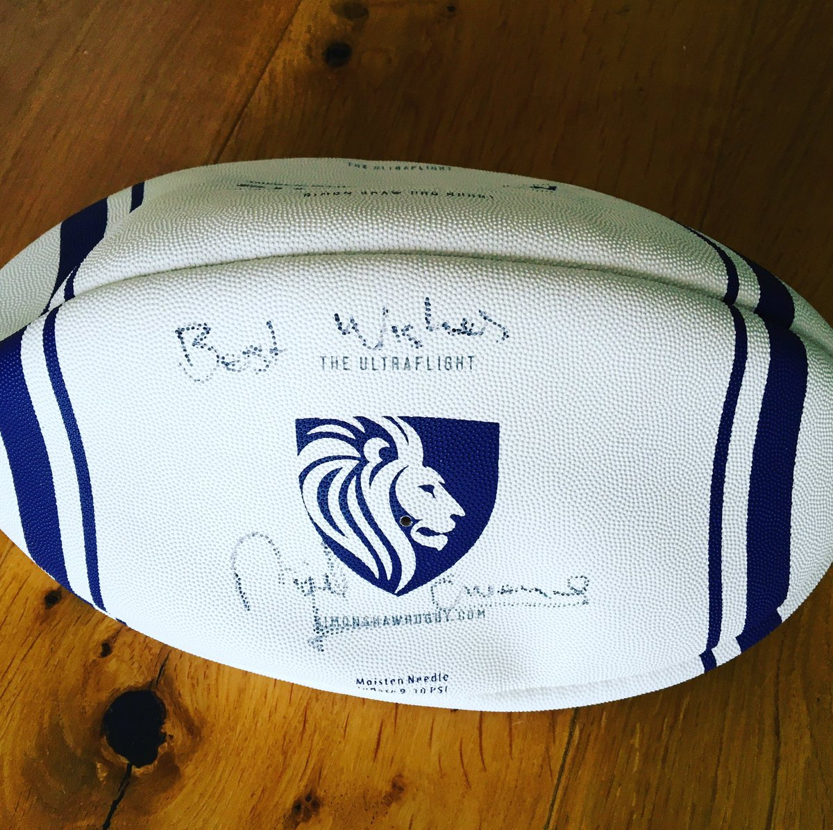 Delighted to say that we will be supporting @BulliesOut with proceeds from the sale of ball signed by @Nigelrefowens https://inmylocker.co.uk/collections/signed-kit…pic.twitter.com/WxkUKs8rgo