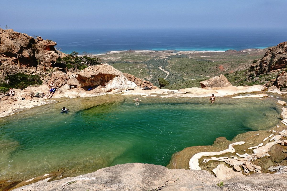 Natural pool in the mountains of Socotra (Homhil Protected Area), with Arabian sea in the back. #socotra #socotraisland #yemen #amazingplaces pic.twitter.com/wP483dC5q6