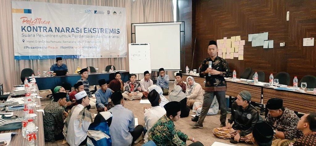"#Day3  Sesi ke-12 ""Rencana Tindak Lanjut"" oleh pak Muhammad Najmuddin  #pesantrenforpeacsemarang  #pesantrenforpeace  #kontranarasiekstremis"