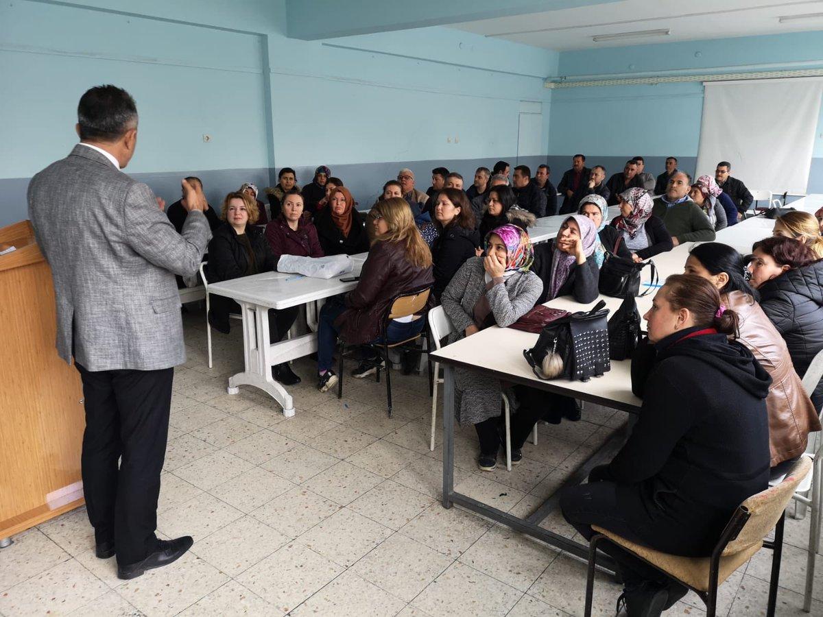 2020 LGS Veli Bilgilendirme Semineri Okul Müdürümüz Mustafa UĞURLU ve Rehber Öğretmenimiz Onur ÖZMEN tarafından 8.Sınıf öğrenci velilerimize yapıldı. @ziyaselcuk @seyfullah0966 @Aydin_MEM @CineIlce @metelekpic.twitter.com/MyDPT1APK1