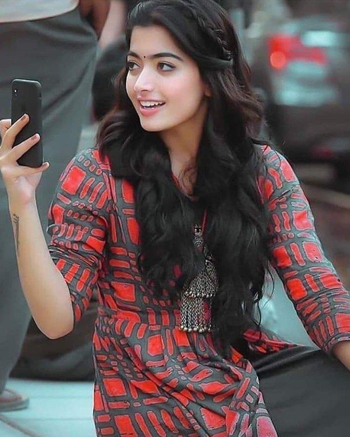 The 🥰️👒Desirable Actress, @iamRashmika🙋📿✨ Prettyful Click💖📸..  Who're all ✌️😍waiting to see👁 her in #Kollywood🏰⁉️  #Sultan #RashmikaMandanna #Rashmika #Pogaru #Bheeshma #SarileruNeekevvaru #Sultan #Adorable #Cute #Pretty #AA20