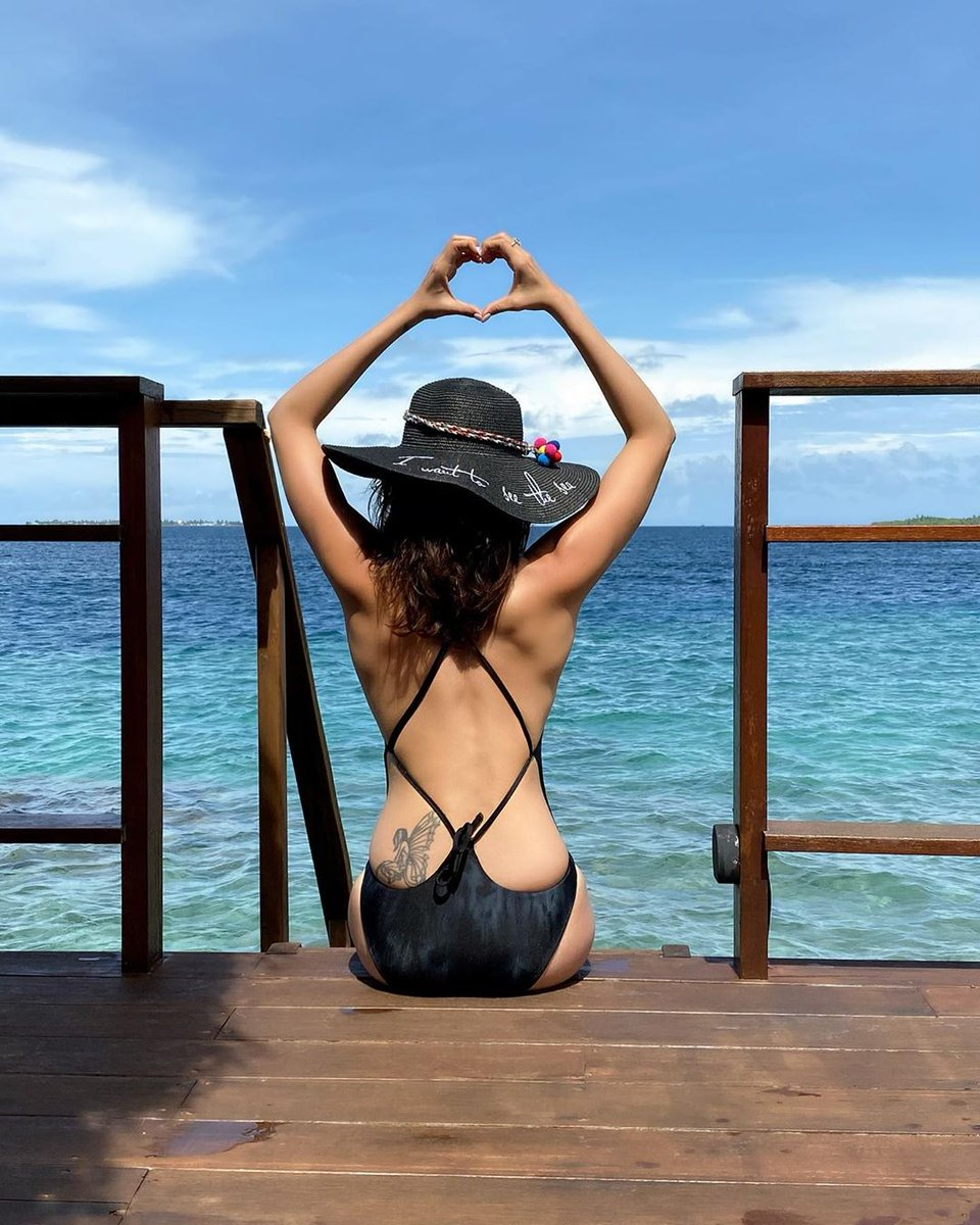 Maldives is always the Celeb dream holiday.. #repost . . . http://bit.ly/38hcmMy #maldivestravelerhub #repost #maldives #jetsetter #luxurytravel #traveljunkie #travelphotos #bucketlist #globetrotter #jetset #ilovetravel #passportready #getaway #travelinstyle #travelbloggerpic.twitter.com/uxNinFzDuh