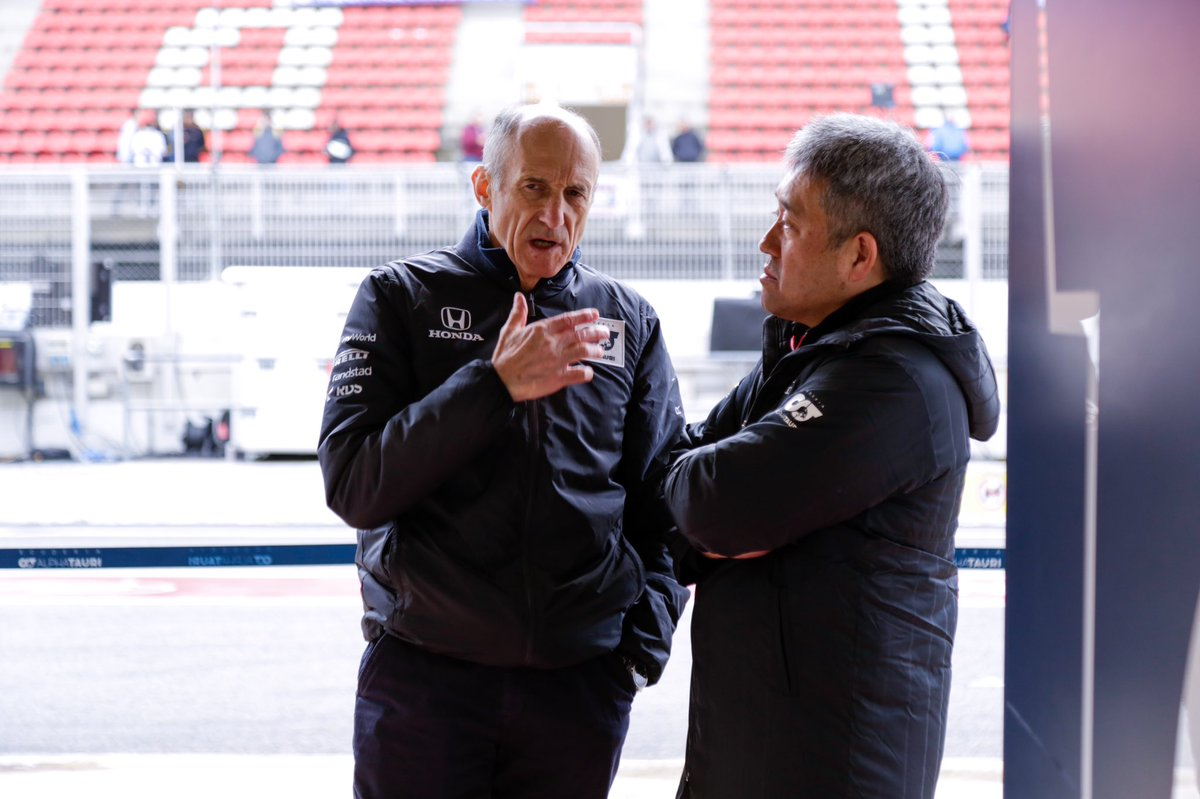 The two bosses having a catch-up while we wait to begin our penultimate day of testing 👌   #AlphaTauri #F1