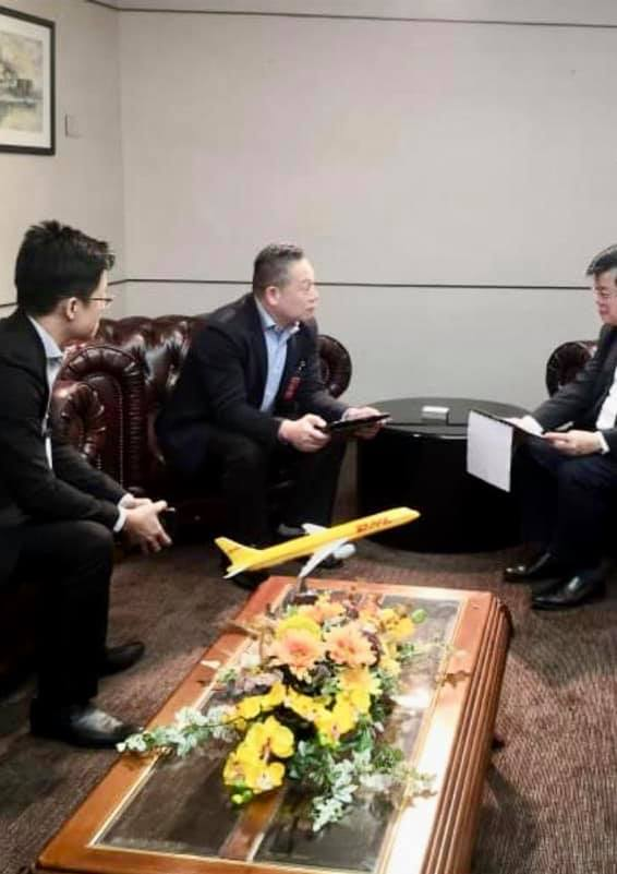 DHL Express Malaysia and Brunei managing director Julian Neo Poh Choon met Chief Minister Chow Kon Yeow during a courtesy visit at his office in Komtar today.  https://www.buletinmutiara.com/dhl-pledges-to-pull-in-quality-investments-to-penang/…  #Malaysia #Investment #Penang #Shipping #Logistics #Kualalampur pic.twitter.com/orQ8NZLgAh