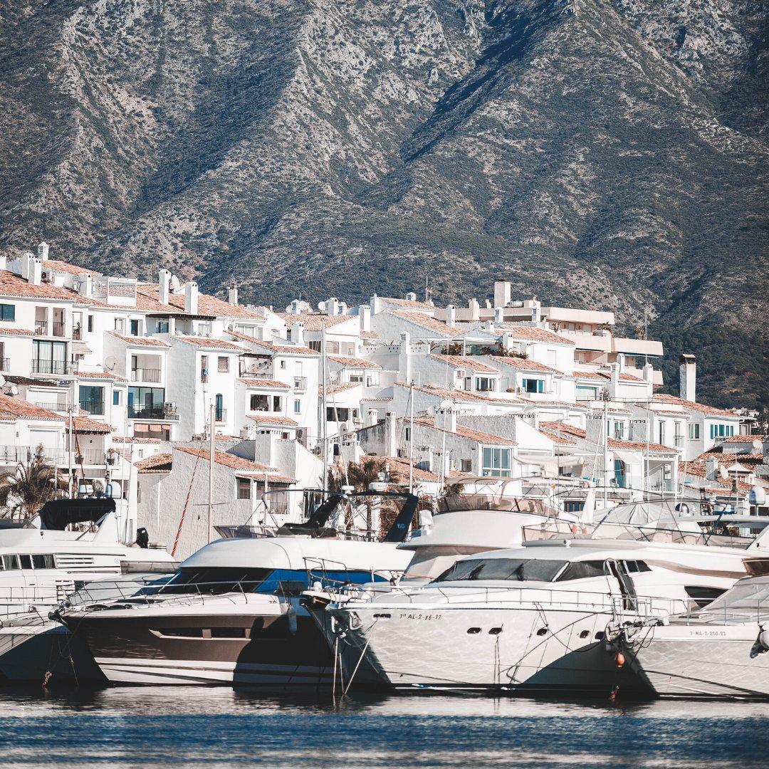 Hay paisajes que se guardan en la memoria para siempre. 🔮 . There are landscape that you just won't forget. . #MarbellaTurismo #CostadelSol #Travel #Sun #MarbellatuDestino365 #MarbellaDestino #Andalucía #PuertoBanús #Luxury