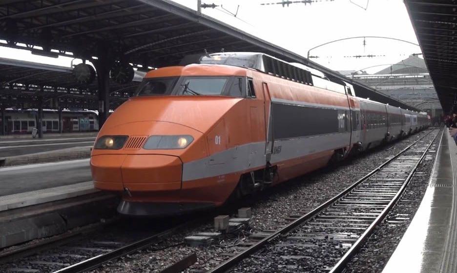 テツの着眼点は世界共通かも!?「図鑑で見た色だ!」「このオレンジ色が好き」 ひゃっほー、TGVの復刻塗装編成に世界中の鉄道ファン歓喜  @itm_nlab #TGV