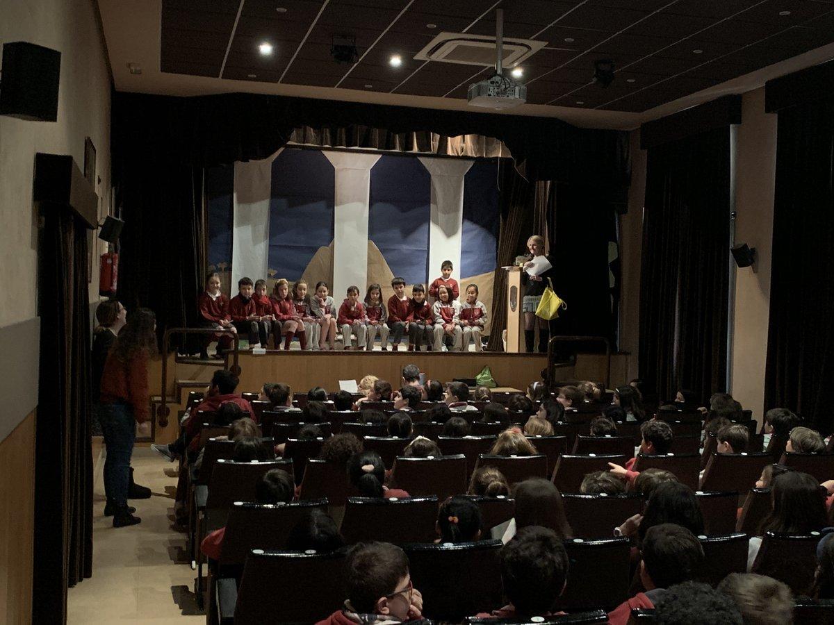 "Final de ""Spelling Bee"" en Primaria #Amco #somosColegio #somosSSCC #felizjueves #TenYears #EntrenandoElCorazónpic.twitter.com/BRxytxApub"