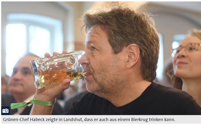 """Ich fasse Twitter für heute mal zusammen: - #Habeck trinkt Bier. Alle so: """"geiler Typ von nebenan. Und so volksnah"""". - @_FriedrichMerz & #Amthor trinken Bier. Alle so: """"Diese widerliche konservative Stammtisch-Klüngelei.""""  Vermutlich 1 Viral Mktg Stunt vom Dt. Brauereiverband pic.twitter.com/RAbSj3d3QR"""