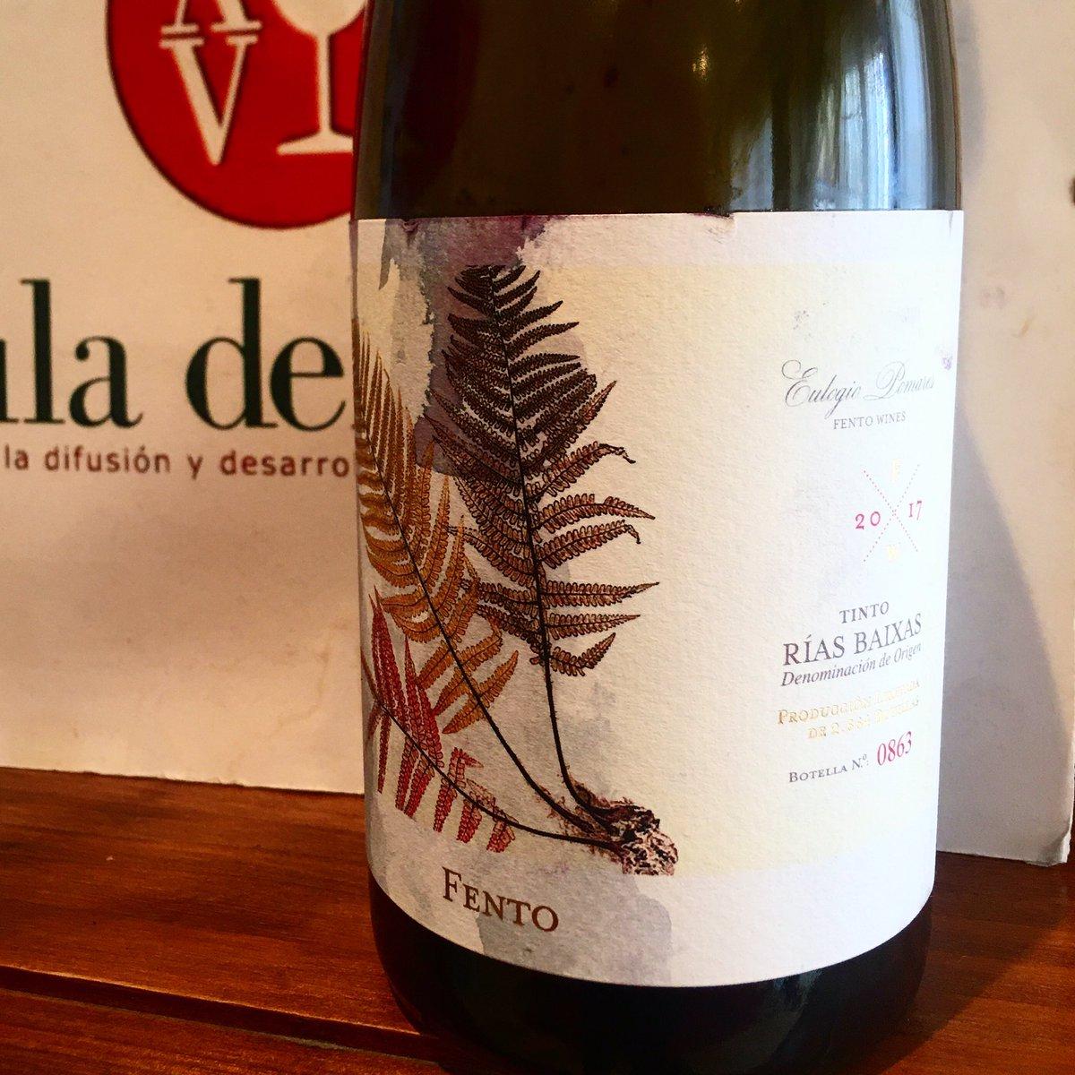 Expresivo, maduro y recto,nos ha cautivado este Fento de Eulogio Pomares elaborado en el Condado de Tea y dominado por la Sousón. Muy interesante!! ❤️ @Rias_Baixas #fento #eulogiopomares #vino #riasbaixas #wine #spanishfood