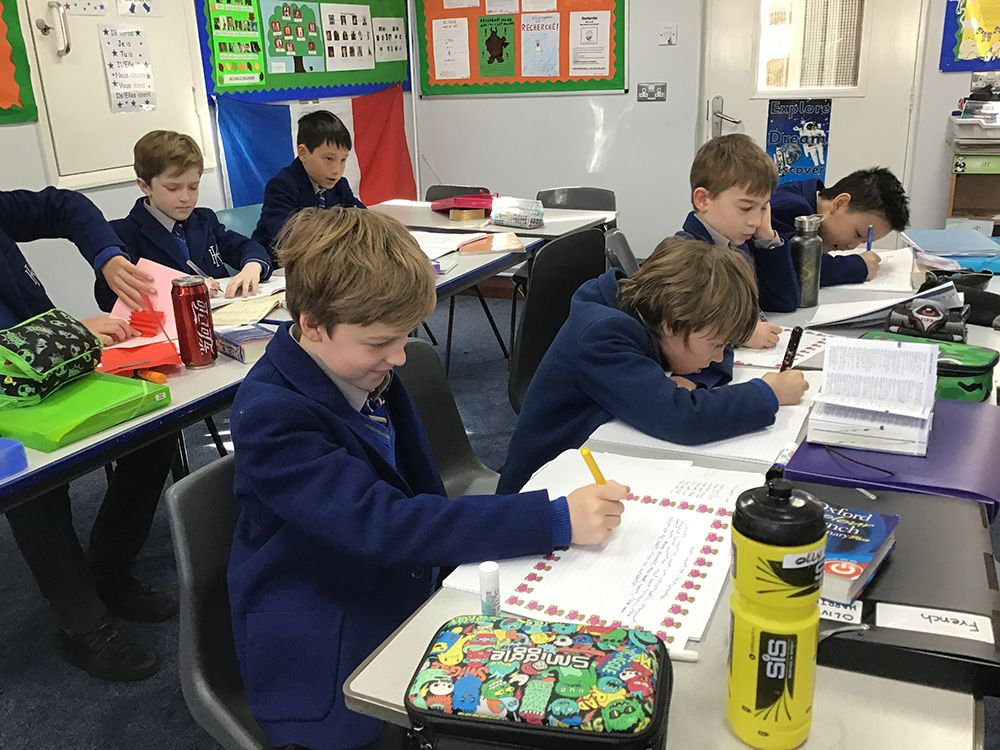 It's a little after the event but 5H were hard at work writing some very imaginative Valentine's Day poems in French yesterday!  #Frenchpoetry #MFL #dictionaryskills #SaintValentin <br>http://pic.twitter.com/p5uzjXdswI