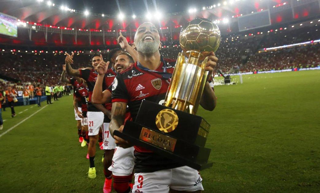 Versátil como Gerson, Flamengo se adapta aos meios para chegar sempre ao fim como campeão; veja a análise do título da Recopa http://glo.bo/3cdA3r6