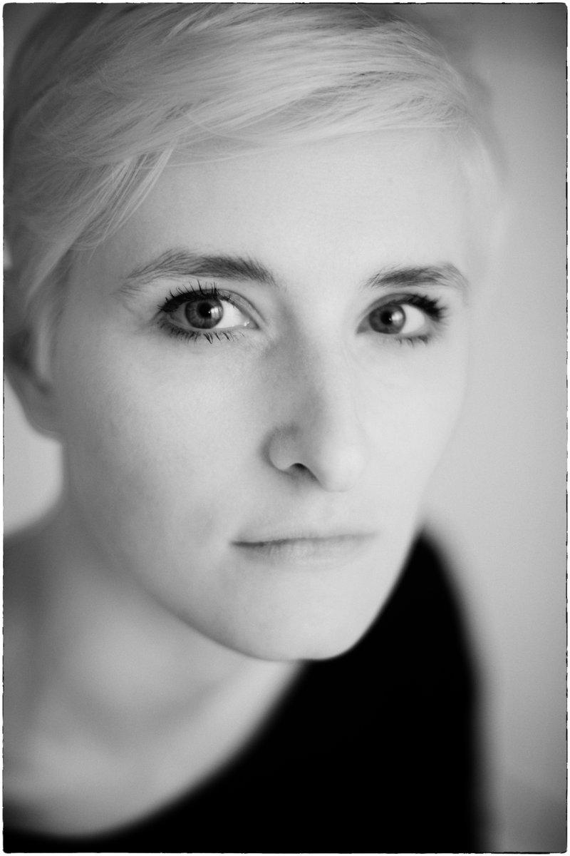 Mit #Alissa in #Hamburg #actress #schauspielerin #portrait #indoor #drinnen     Mehr Bilder und Infos: http://99Augenblicke.blog/Alissapic.twitter.com/nQAz0MCxrs