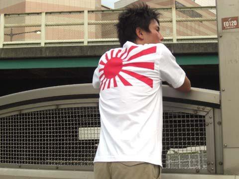 日本を愛するTシャツサイト🌸 http://T-shirts.jp ぜひフォローください。 すぐにフォロー返し致します。 いい国作ろう日本人🇯🇵 みんなで拡げよう愛国の輪🙆♂️🙆  😼着用モデル 元 #陸上自衛隊🇯🇵士長🚜 元 #NJKF🥊フェザー級王者🏆 岩井伸洋🔥 #愛国❤#旭日旗‼️ #相互フォロー🤝 #Tシャツジャパン🇯🇵