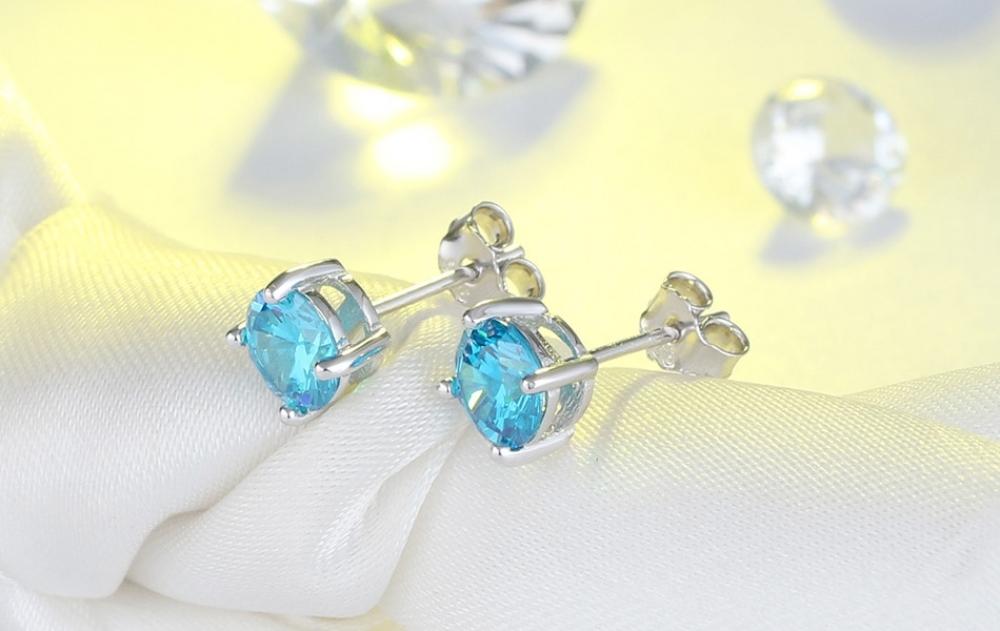 How pretty is that?  ---  #Aqua #Bodyjewelry #Blue #Turquoise #Fashionaccessory #Jewellery #Gemstone #Earrings #Cobaltblue #Crystal#18k #sterlingsilver #australianjewellery #minimalistic_jewellery