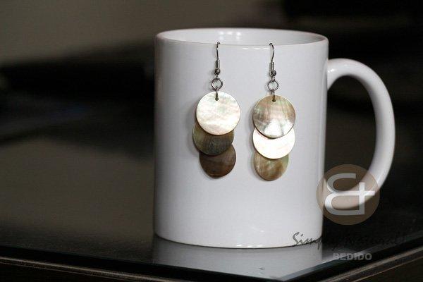 Natural  Black Lip Shell 15 Mm Round Chandelier Natural Dangling Earrings 0044ER Shell Wood #blacklipshell #15mm #round #chandelier #natural #dangling #earrings #seashellsearrings #summerearrings #handmadeearrings