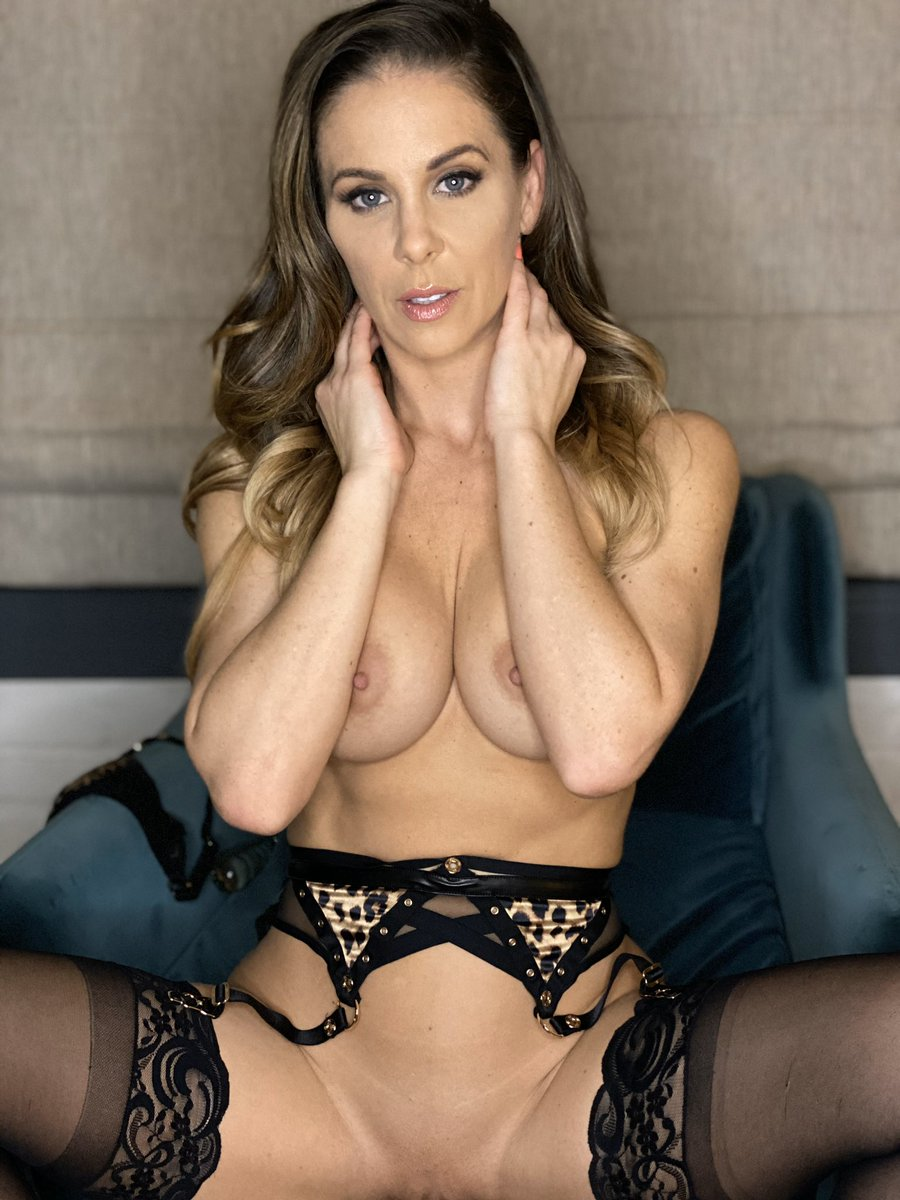 test Twitter Media - RT @CherieDeVille: Waiting to spoil you on my free VIP Snapchat 👉🏻 https://t.co/v76y5eSWsN can't wait to meet you!! https://t.co/o5ncEF5ex8