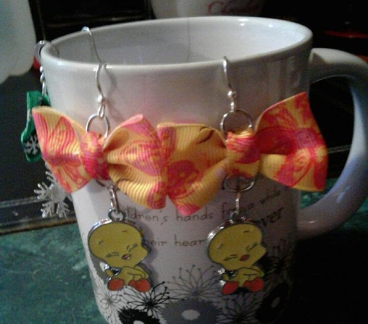 Excited to share the latest addition to my #etsy shop: Bow earrings with tweety bird  #jewelry #earrings #women #no #earwire #earlobe #3generationskrafts