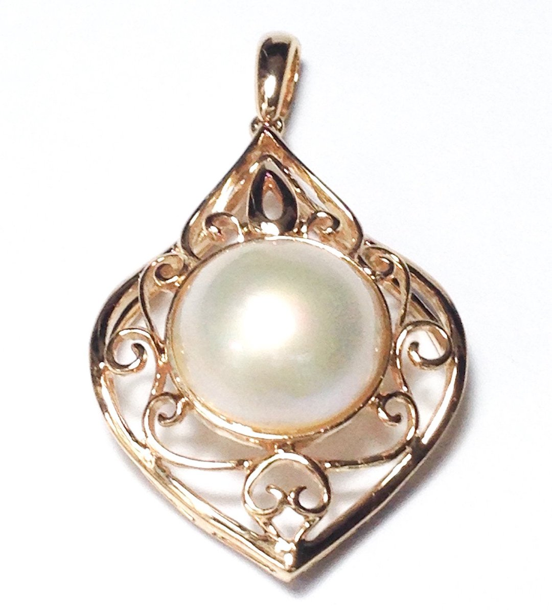 Excited to share the latest addition to my #etsy shop: Vintage 14K or 18K Yellow Gold handmade Vintage Style AAA+ Luster Gorgeous 13 - 14mm Natural South Sea White Half Round Mabe Pearl Pendant  #jewelry #necklace #anniversary #yes #gold #girls #