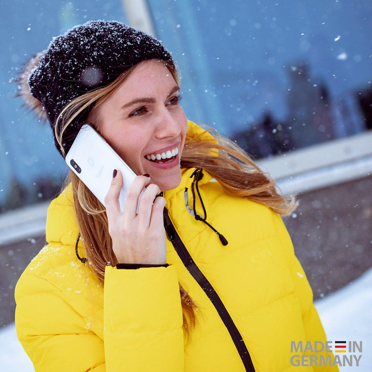 Der Winter ist zurück und das obwohl am 1.3. doch meteorologische Frühlingsanfang ist... Na, wer bekommt von der weißen Pracht nicht genug?   Also unsere weiße Pracht heißt #GS290 und die kann man auch im Sommer genießen. #mygigasetmoment #smartphone #madeingermanypic.twitter.com/oyZQmjqPNQ