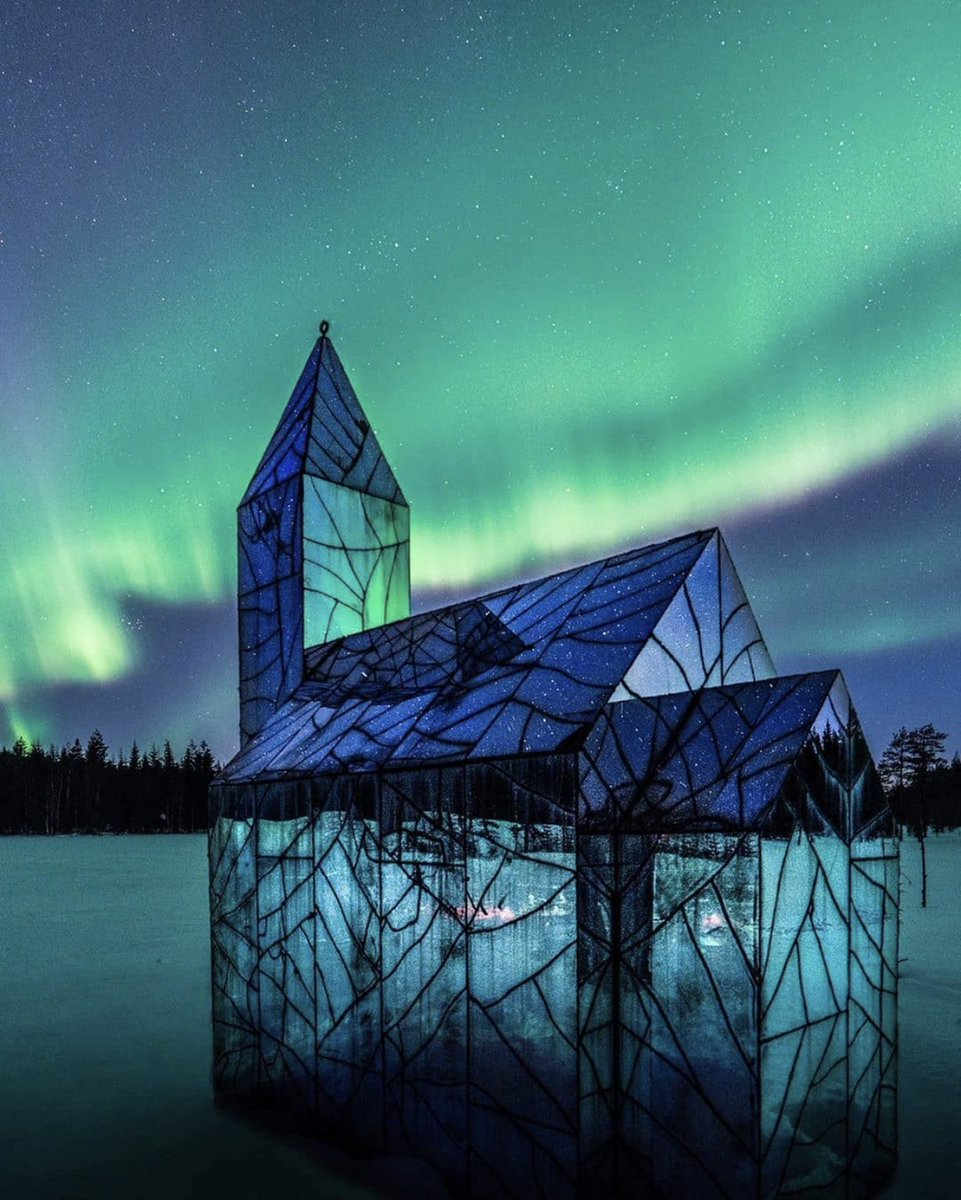 The Mirror Church, created by artist Kent Karlsson It's an illusion of cracked glass.  わおー<br>http://pic.twitter.com/gfukU5utmd
