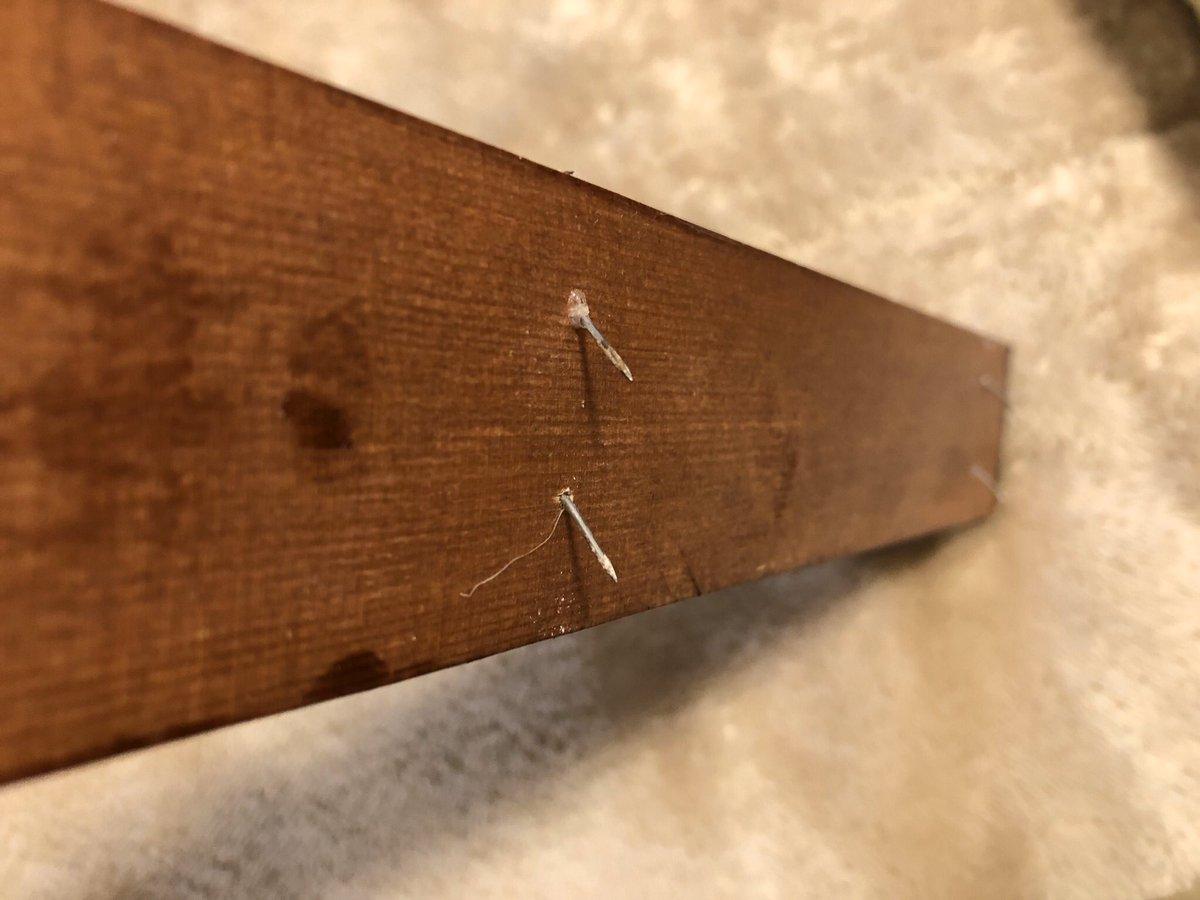 test ツイッターメディア - 手作りウォールハンガーを石膏ボードに取り付ける時は、小鋲を打ち込んでから下ななめ方向に曲げてから取り付けるとグラつきゼロになりましたわよ。 100均で売ってる石膏ボード用のフックの真似しただけですけどね!#ダイソー https://t.co/LYKtXc8eIl
