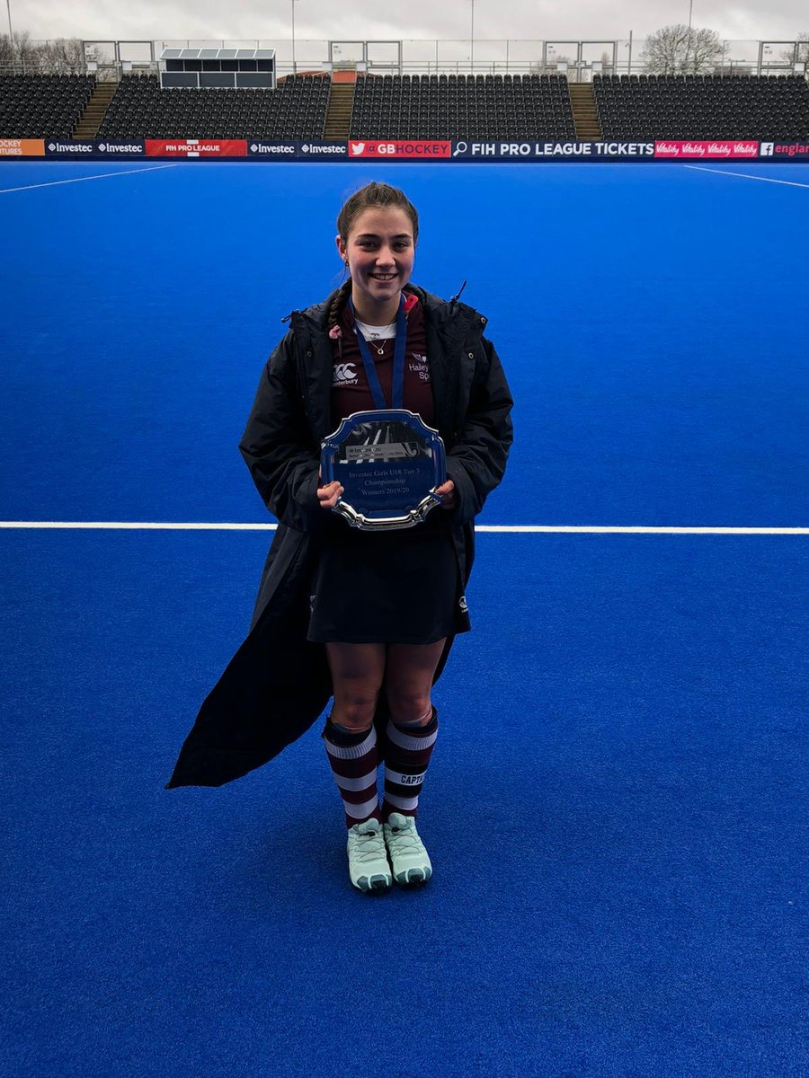 Wow what a game. Final score 4-3 & @englandhockey National Schools Plate Winners!!!   Couldn't be any prouder for @robynhodges_ as this has been her dream from when she started playing!  #prouddad #gobobs #hockey #hockeyfamily #teamhodgespic.twitter.com/R9WURBvji6