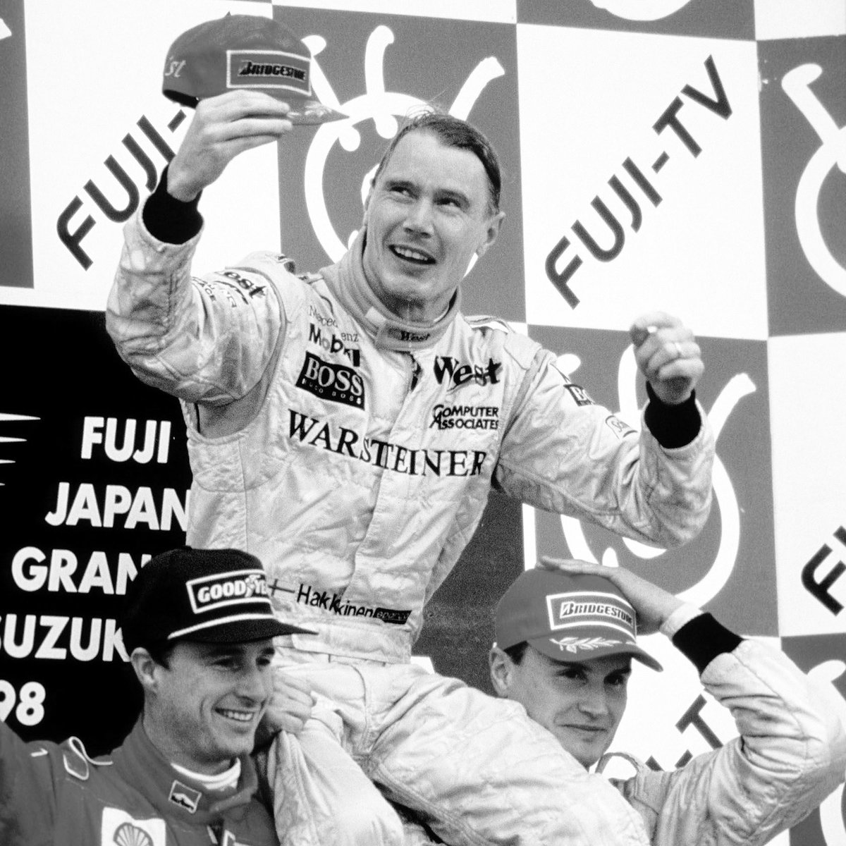 Mika Hakkinen 🇫🇮 @f1mikahakkinen after clinching the 1️⃣9️⃣9️⃣8️⃣ #f1driverschampionship at the #japanesegp 🇯🇵 at Suzuka Circuit @suzukacircuit_official sharing the podium with Eddie Irvine 🇬🇧 @eddieirvineofficial and David Coulthard 🇬🇧 @davidcoulthardf1