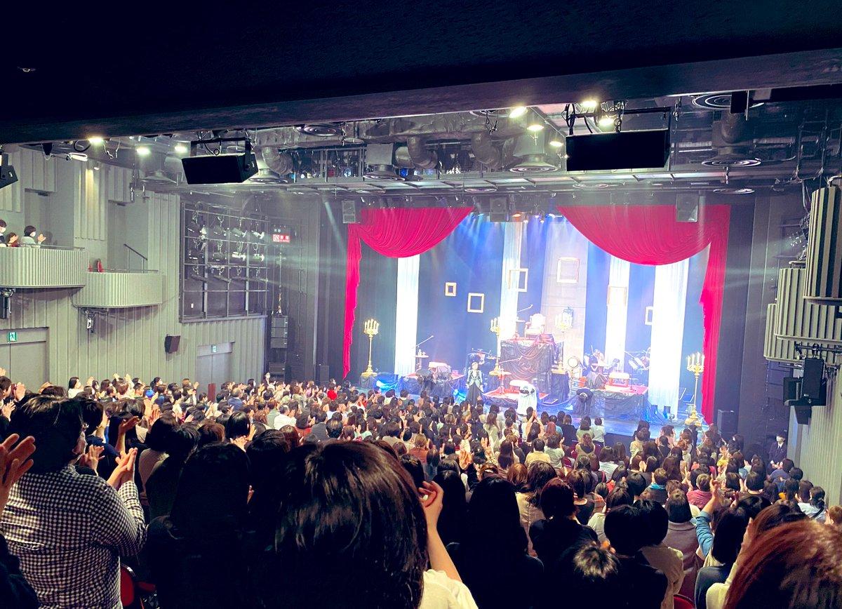 『女王がいた客室』初日2公演無事終了しました。ご来場頂いた皆様本当にありがとうございました。超満員のお客様から頂いた惜しみないスタンディングオベーションを目に心に焼き付けて…明日から全国のお客様を想って上演します‼️#voicarion #女王がいた客室 #梶裕貴 #安元洋貴 #三石琴乃 #竹下景子