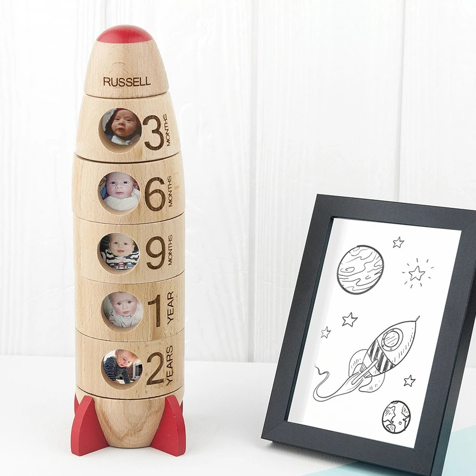 Made from beautiful beech wood & personalised with any name, this wooden rocket is a fun way to display photos from baby's milestone moments https://nolagiftstore.co.uk/collections/gifts-for-baby/products/personalised-baby-memories-photo-rocket… #photoframe #rocket #baby #nursery #newparents #giftideas #atsocialmedia #londonislovinitpic.twitter.com/qGIvO0QEGq