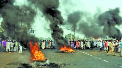"""A tyre market was set on fire later on Monday, the Press Trust of India said. A video posted on social media showed crowds of men shouting """"Jai Shri Ram"""" as they went on a rampage, according to AFP. #مودی_کتے_کو_پٹا_ڈالو @AntiMafia0  @amazngp  @ma4427962 <br>http://pic.twitter.com/wpxp1Wkxko"""