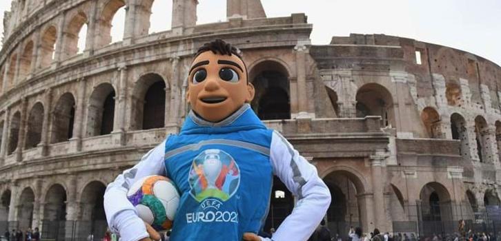 @RaiSport e @SkySport per seguire tutte le partite (e il ritiro) di @Vivo_Azzurro durante UEFA @EURO2020. Che sia a casa, allo stadio, nella Fan Zone o in aereo (scoprite il perché nellarticolo): forza Azzurri! ➡️ bit.ly/32ycJjp 💙 @FIGC @Roma #EURO2020 #RomaEuro2020