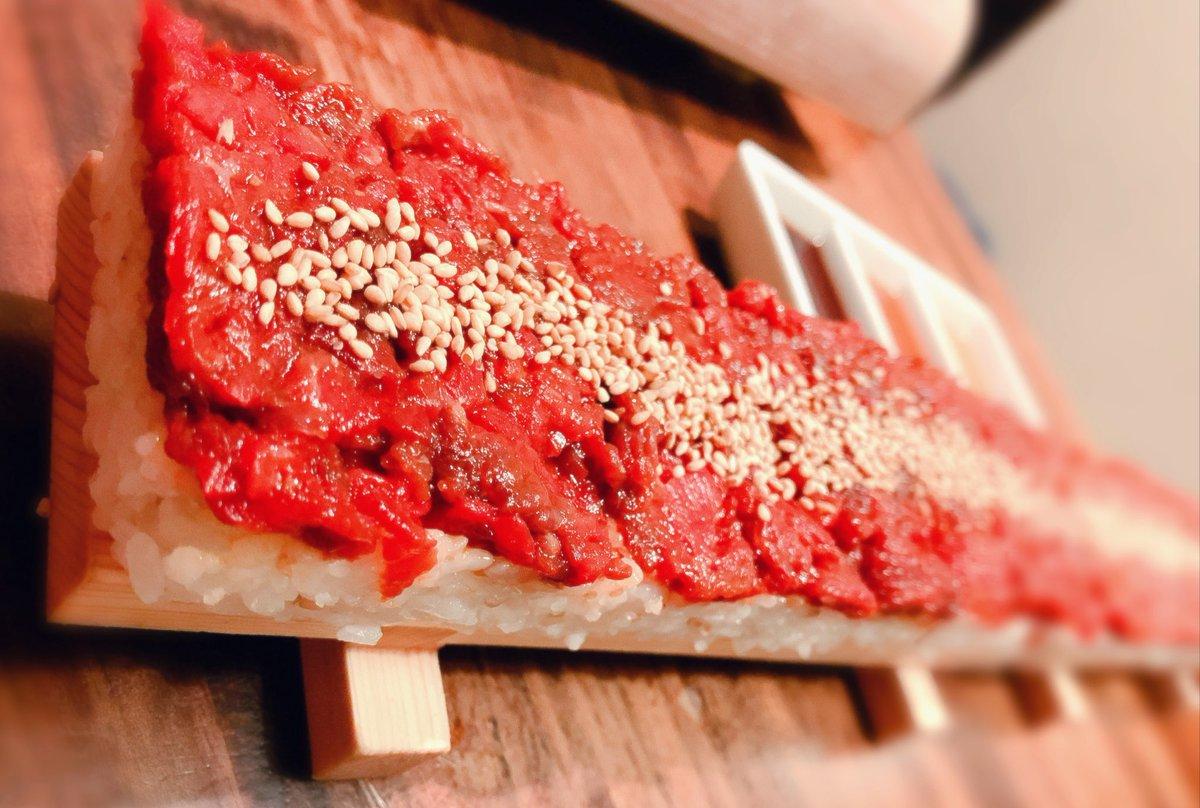 えーちゃん、ななかぐ、ういままとながーーーーーーーーーーい肉寿司とか食べてきたぁぁぁ🥓🥩🍗🍖✨✨あともう少しで友人〇の誕生日🎉みんな、スタンバイはよいか……!!!!!!!