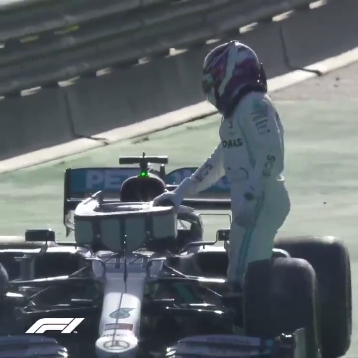 🚩 RED FLAG 🚩  Lewis Hamilton's Mercedes grinds to a halt during #F1Testing   #F1
