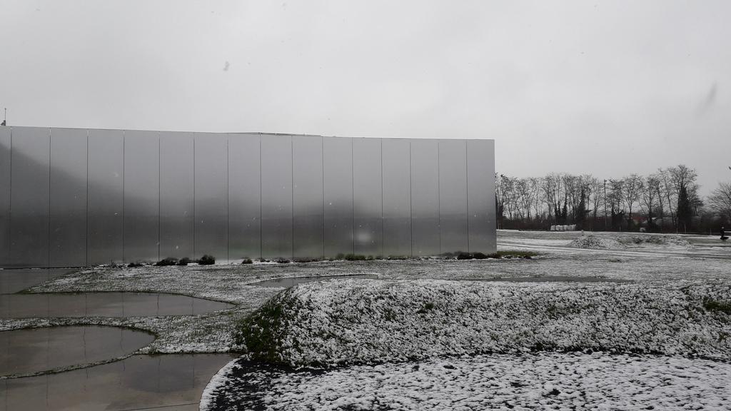 Notre beau @MuseeLouvreLens avec de la neige... on en profite, ça ne dure pas!! #neige #louvrelens