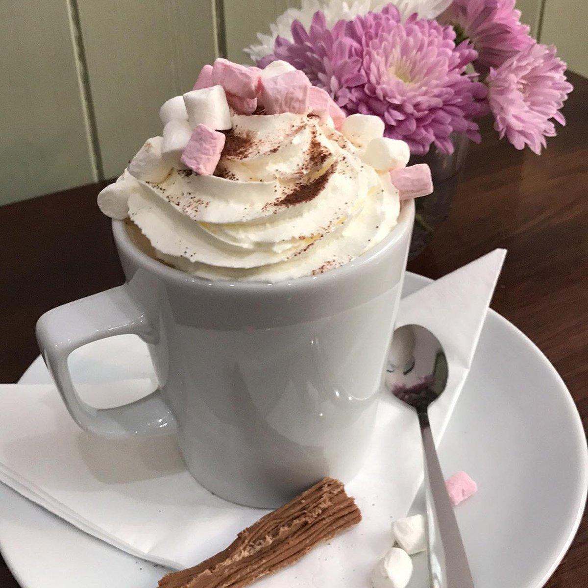 #cake and #hotchocolate #glutenfree what's not to like pic.twitter.com/ded4sGNayG