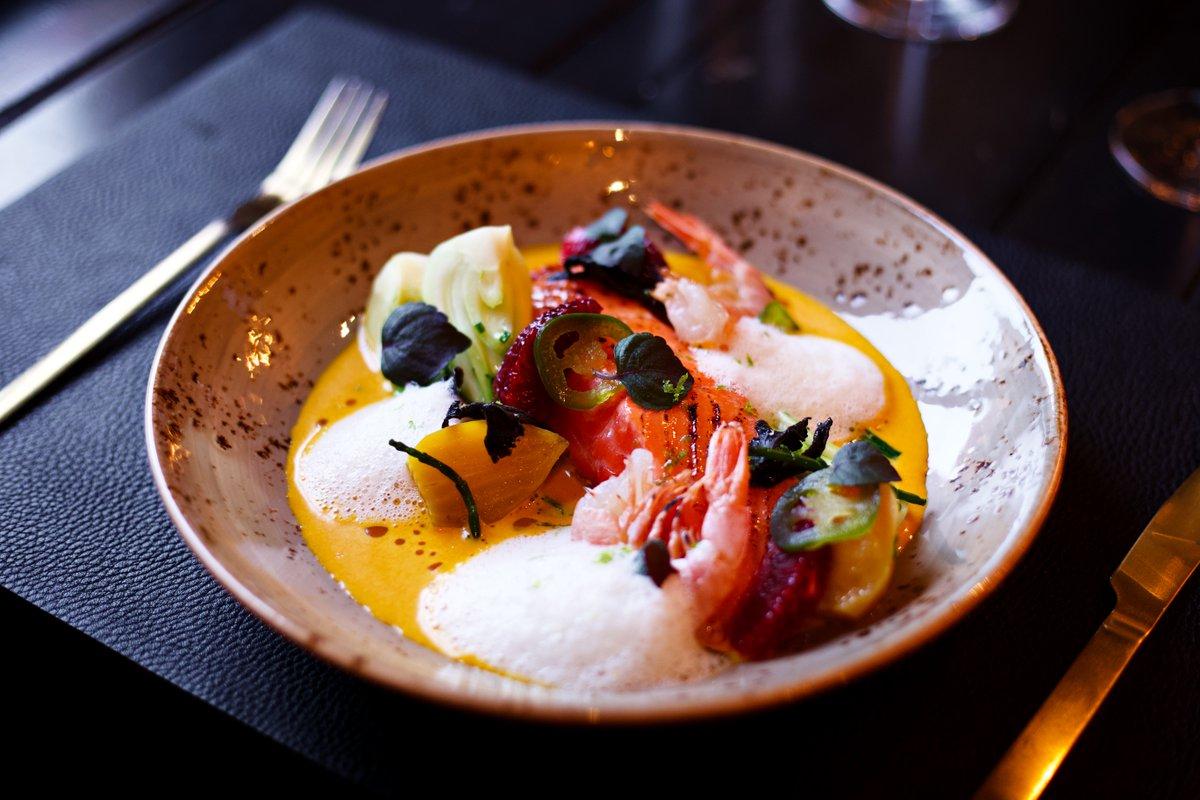 Fresh 🌿 Truite Steelhead, bisque de carottes, crevettes d'Argentine, bok choy.  #aubergesaintgab #Foodie #oldportmtl https://t.co/HblxGW6Hwo