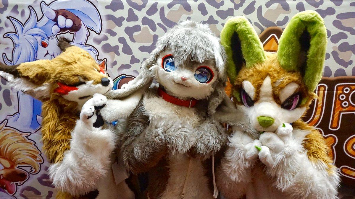 RT @mit72129406: Are rabbit ears delicious? 🐰🐇👂🍽😋 #FursuitFriday  #fursuitfriday https://t.co/Q1D4D12DWl
