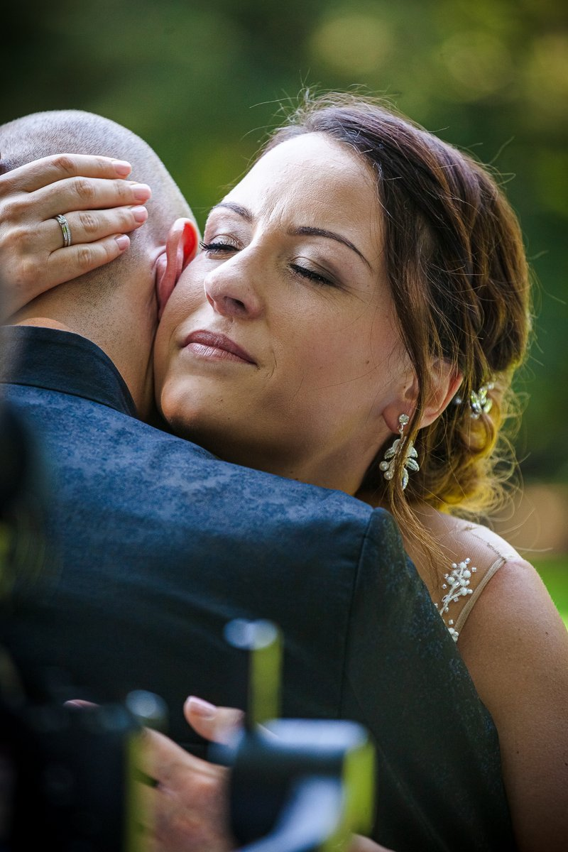 Holding you tight... https://www.hochzeitsfotografie-r-und-e.de/  #hochzeit #fotograf #hochzeitsfotograf #hochzeitsfotos #hochzeitsbilder #hochzeitskleid #brautkleid #braut #heiratenpic.twitter.com/q3pxlhh6Ru