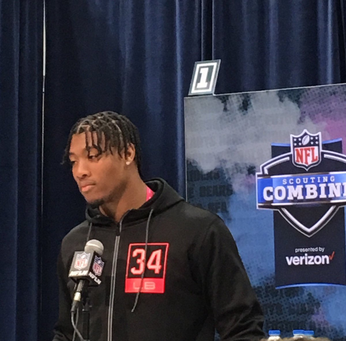 .@ClemsonFB's Isaiah Simmons says he tries to incorporate pieces from the games of @VonMiller, @jalenramsey and @Mathieu_Era when he plays.  He's one of the most versatile prospects for a reason.  #NFLCombine<br>http://pic.twitter.com/RVfezGZSuu