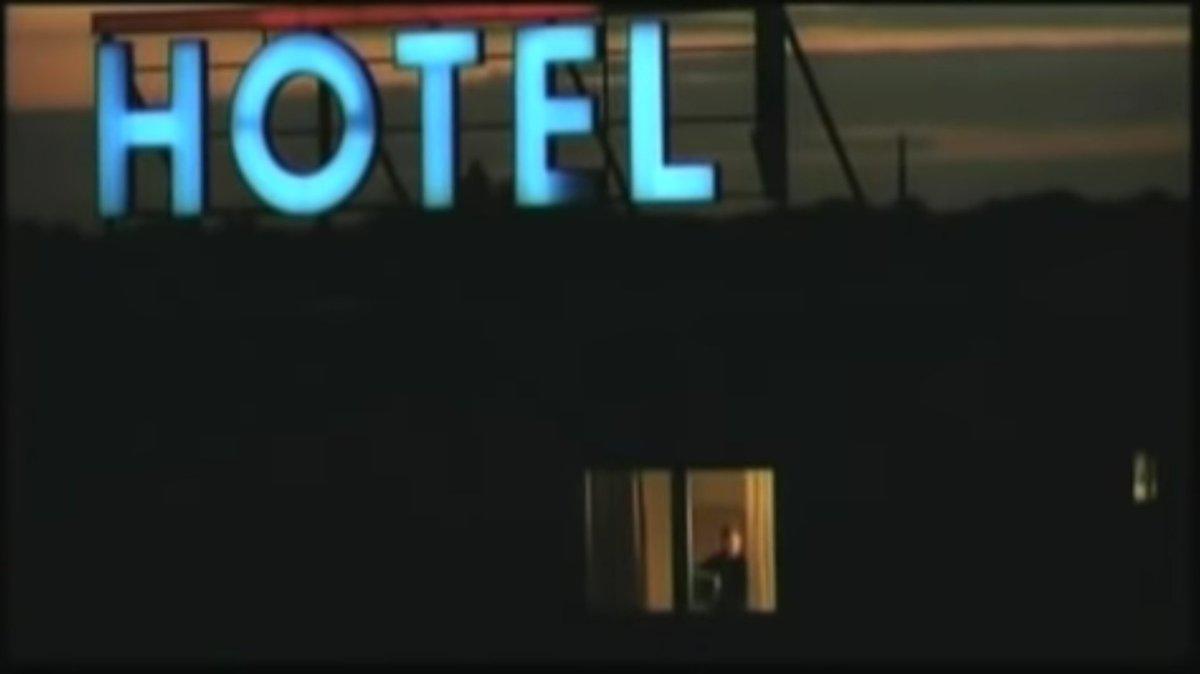 "Lieblingsfilm...""#Berlin is in Germany"", Grossartig Joerg Schuettauf...  #Filmtipp #Wende Foto: https://youtu.be/iNgtmGG5FYQpic.twitter.com/wqN02wEcD1"
