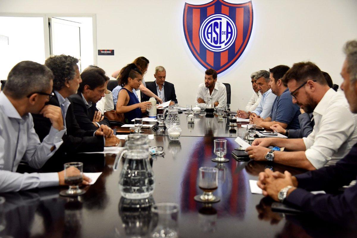 En estos momentos se lleva a cabo una nueva #ReuniónCD de #SanLorenzo en la sede administrativa de Avenida La Plata 1794.