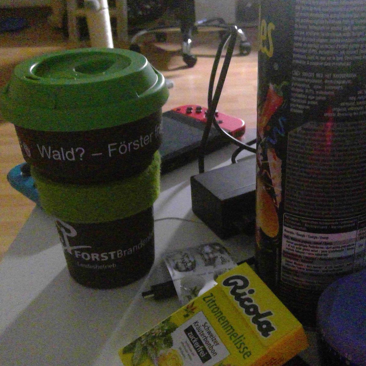 Bissl zocken, bissl fressen und bissl Kaffee mit Schuss.  Prost! pic.twitter.com/7AYhO8F6hr