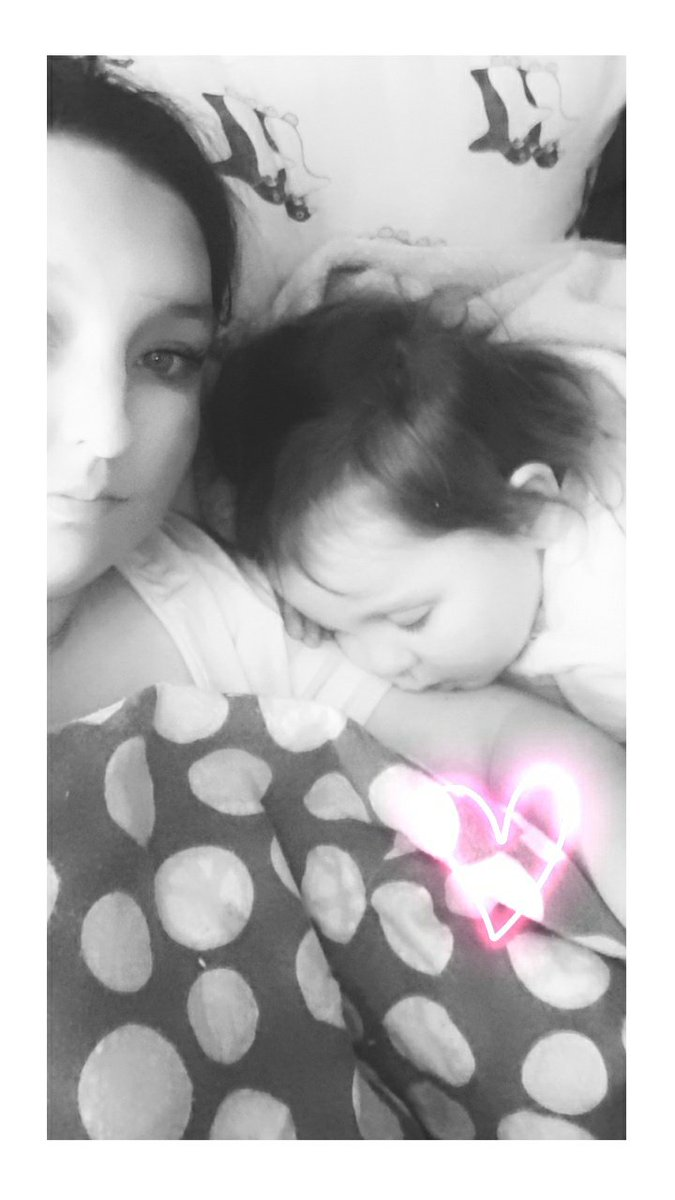 I live for little moments Like this #mommysgirl #mysweetbaby #nightynightpic.twitter.com/TpdV7Yx9GW