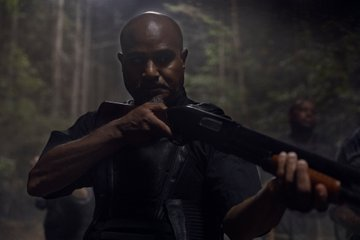#Gabe prepares for battle in these new images from Sunday's #WalkingDead.   See them all here: http://bit.ly/1010Pics  #TWD  #AMC pic.twitter.com/4Mgm1WyzOi