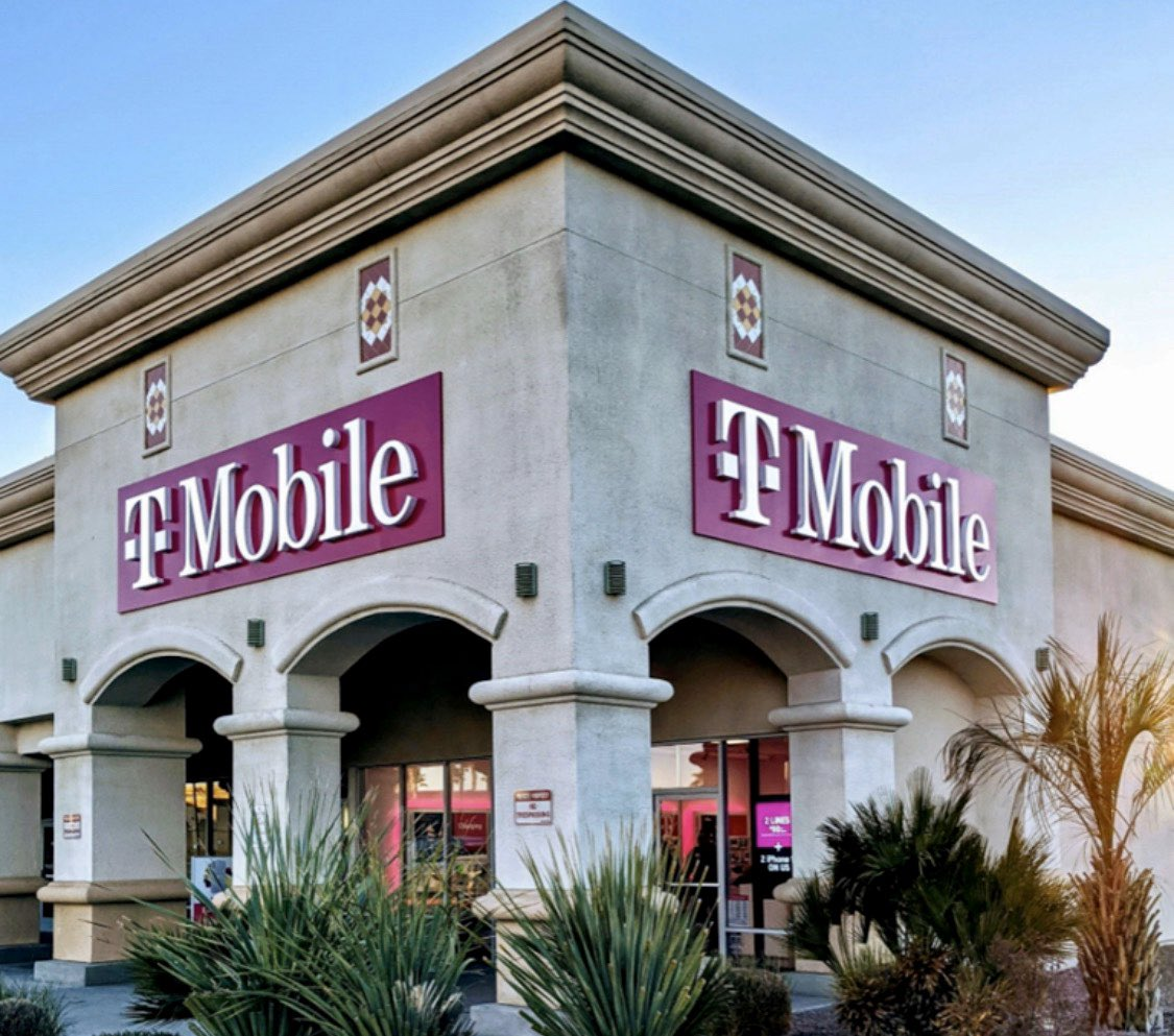 What a beautiful new @TMobile store in the great state of Nevada! And this is our first store in Pahrump, Nevada too. I spent the first ten years of my career in rural America (including Pahrump!) and can't be more excited to open up even more stores in smaller towns soon! https://t.co/t2prBVfflv