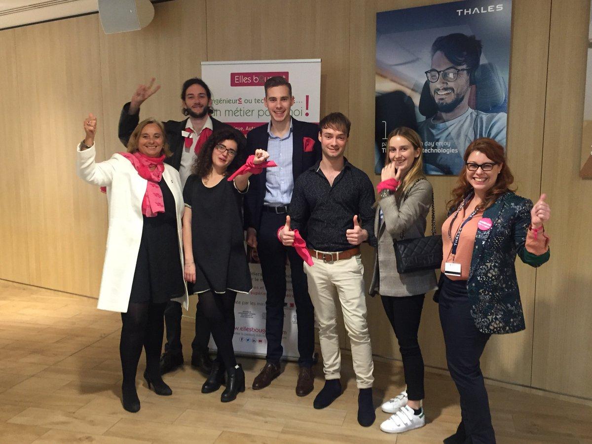 à l'équipe Flexsat pour son projet NewSpace   qui remporte le prix de la diversité du #Thales Tech Challenge et merci @vincentmattei et @eDehem pour la belle organisation de cet événement toujours au top de l'innovation! Et aux 400 marraines @thalesgroup @Ellesbougentpic.twitter.com/8BNdknXuj6
